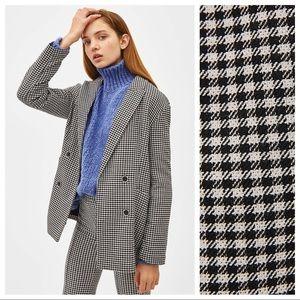 NWT. Check white/black blazer. Size XS.